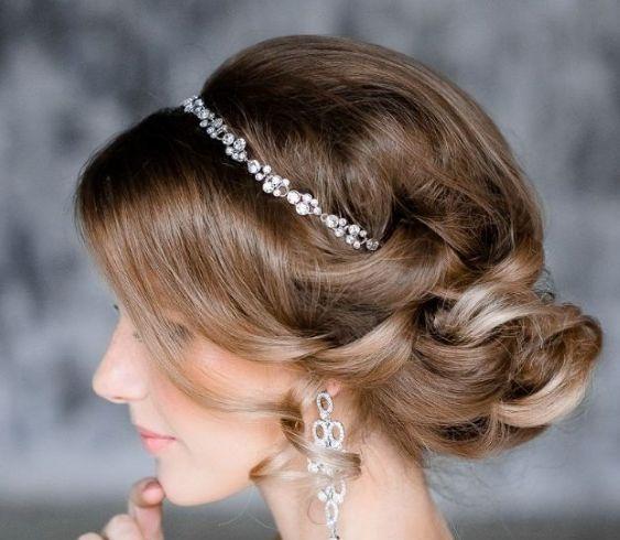 結婚式の主役はあなた!ミディアムヘアの素敵な花嫁の髪型 ...