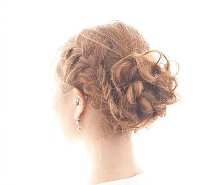 結婚式には簡単編みこみの髪型で華やかに♪